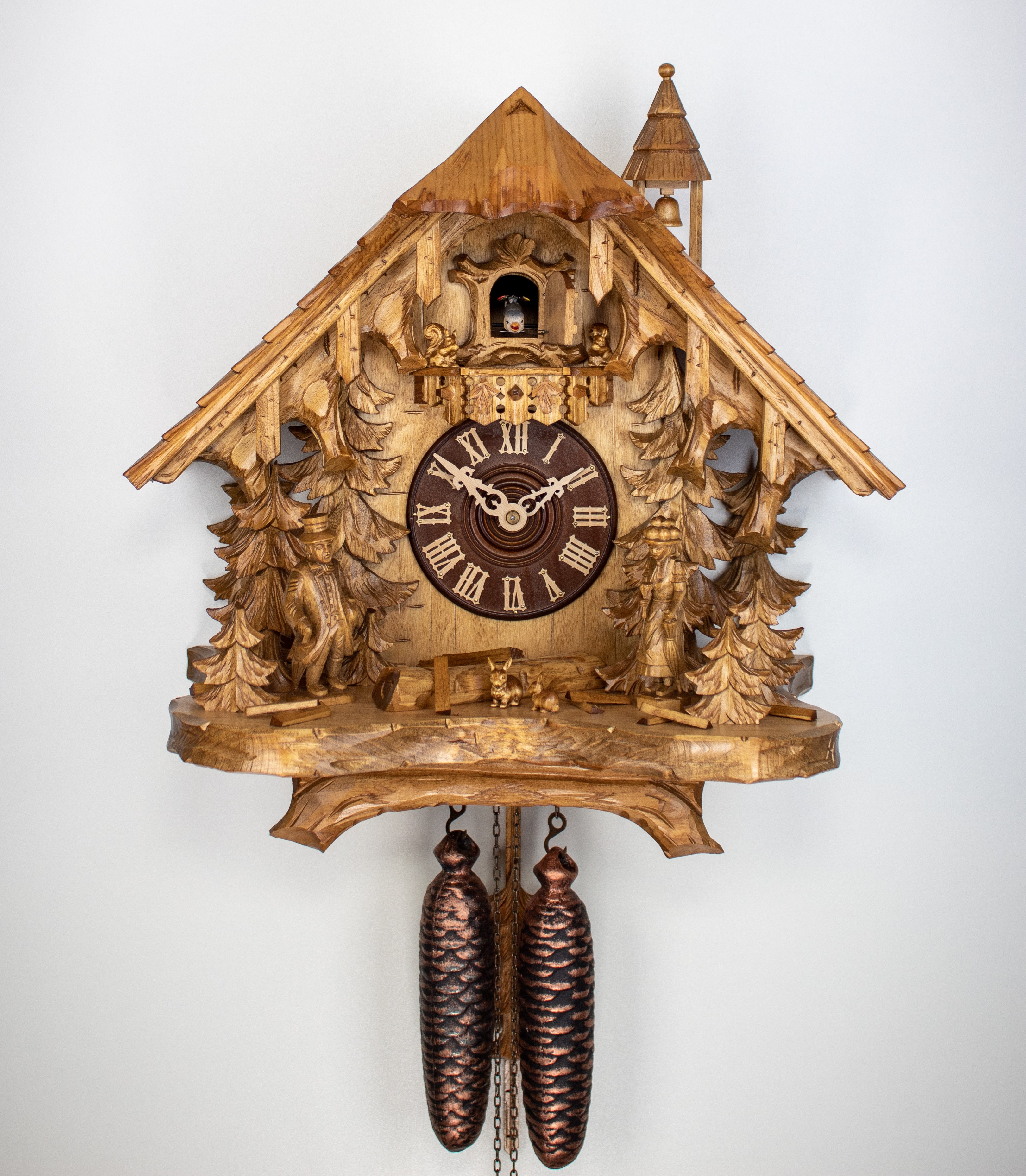 8 Tage Kuckucksuhr Schwarzwaldhaus mit Schwarzwaldpaar, Glockenturm und Hasen *Limited Edition*